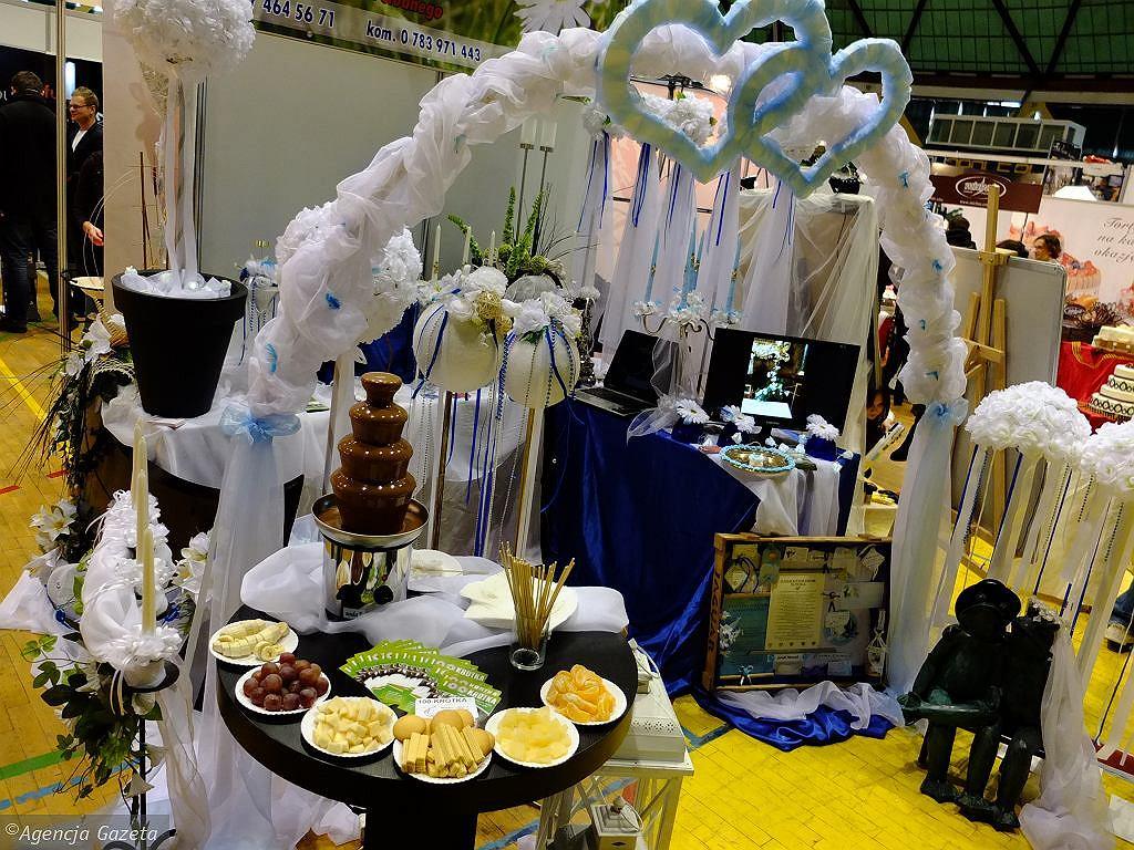 Luzowanie obostrzeń. Od niedzieli wracają targi i konferencje. Nowy limit gości na weselach [LISTA ZMIAN] (zdjęcie ilustracyjne)