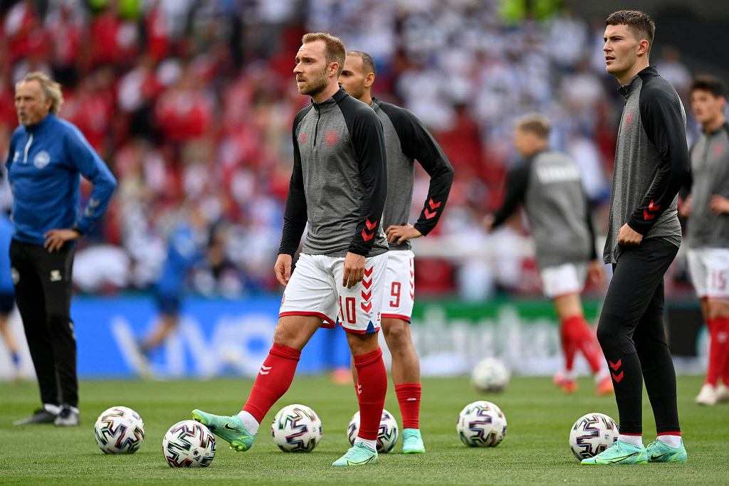 Euro 2020. Christian Eriksen jest reanimowany podczas meczu