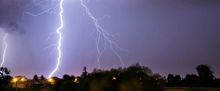Piorun uderzył w Giewont. Jak zachować się w trakcie burzy?