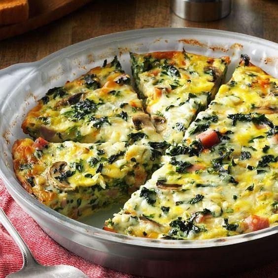 Frittata to propozycja dla odchudzających się - składa się głównie z warzyw i jajek
