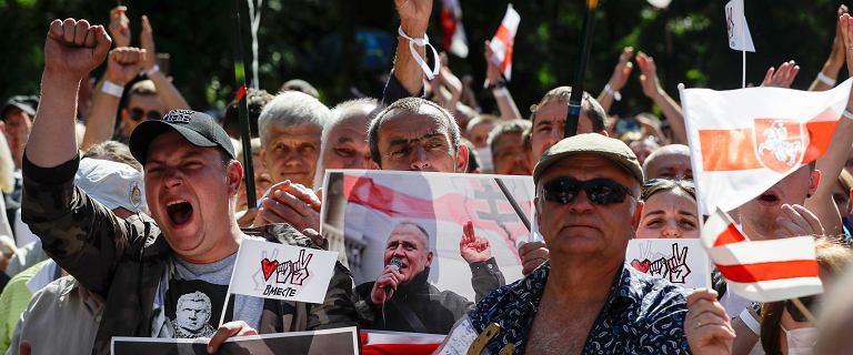 """Bunt Białorusinów. Wymyślili system do sprawdzenia ważności wyborów. """"Prosimy"""""""