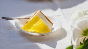 Ciasto bez pieczenia i sernik na zimno - trzy sprawdzone przepisy, które zawsze się udają
