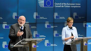 Wiceprzewodniczący Komisji Europejskiej Frans Timmermans (z lewej) i szefowa bułgarskiego MSZ Ekaterina Zahariewa podczas wystąpienia w Brukseli, 27 lutego 2018 r.