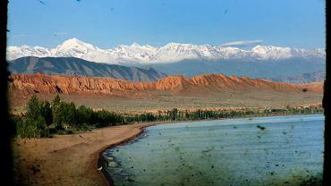 Jezioro Issyk Kul w Kirgistanie. Niegdyś jeden z najpopularniejszych kurortów ZSRR wciąż zachwyca krajobrazami