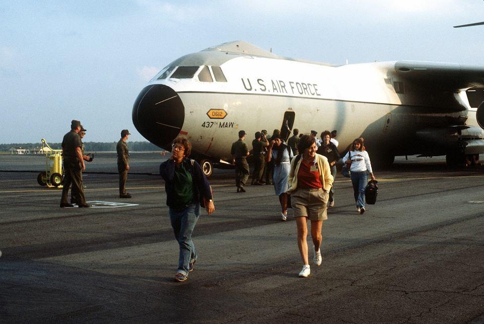 Amerykańskie studentki medycyny tuż po ewakuacji z Grenady, 3 listopada 1983 r.