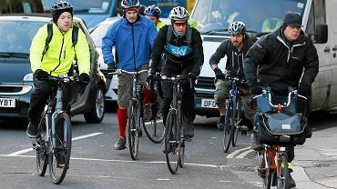 Największą szansą na poprawę bezpieczeństwa rowerzystów w Londynie wydaje się wytyczenie nowych tras, bardziej odseparowanych od ulic. Miasto zamierza wydać na ten cel niemal miliard funtów. Na zdjęciu: Londyn, 15 listopada