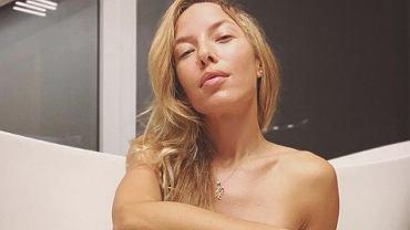 Ewa Chodakowska chwali się sześciopakiem pozując w bikini na śniegu