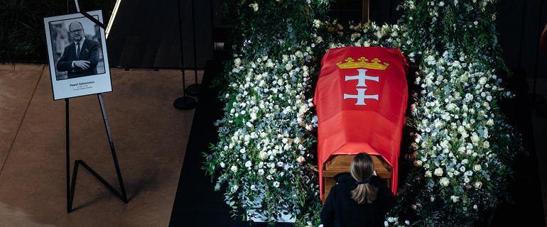 Trumna z ciałem Pawła Adamowicza wystawiona w Europejskim Centrum Solidarności