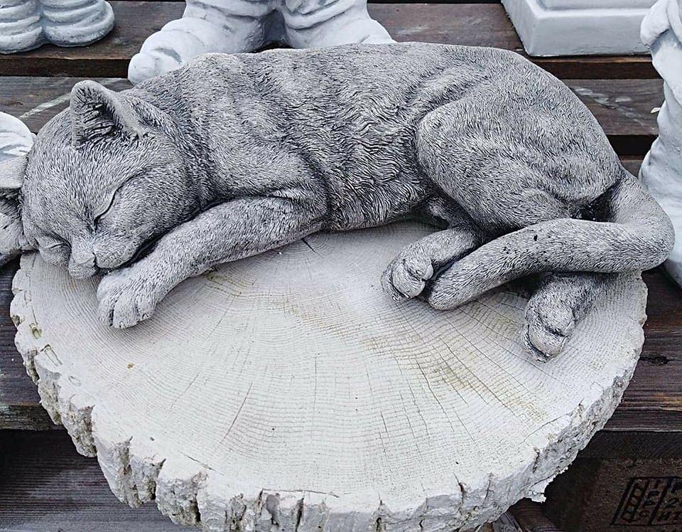 Z grobu 8-latka skradziono figurkę kotka (Facebook/Kacper Zagozdon)