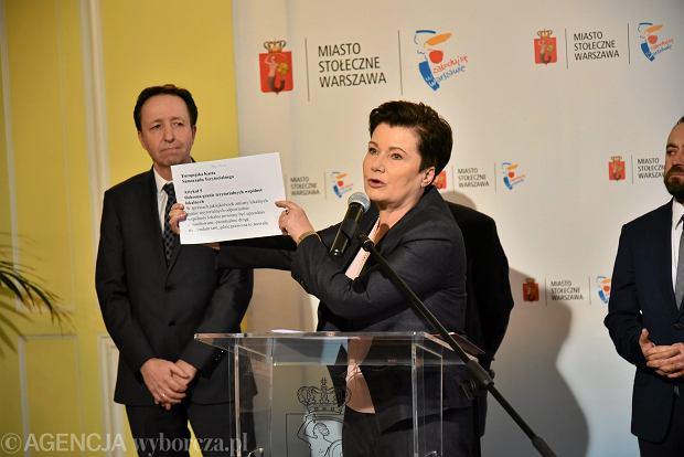 Konferencja prasowa stołecznego ratusza na temat projektu poszerzenia granic Warszawy.