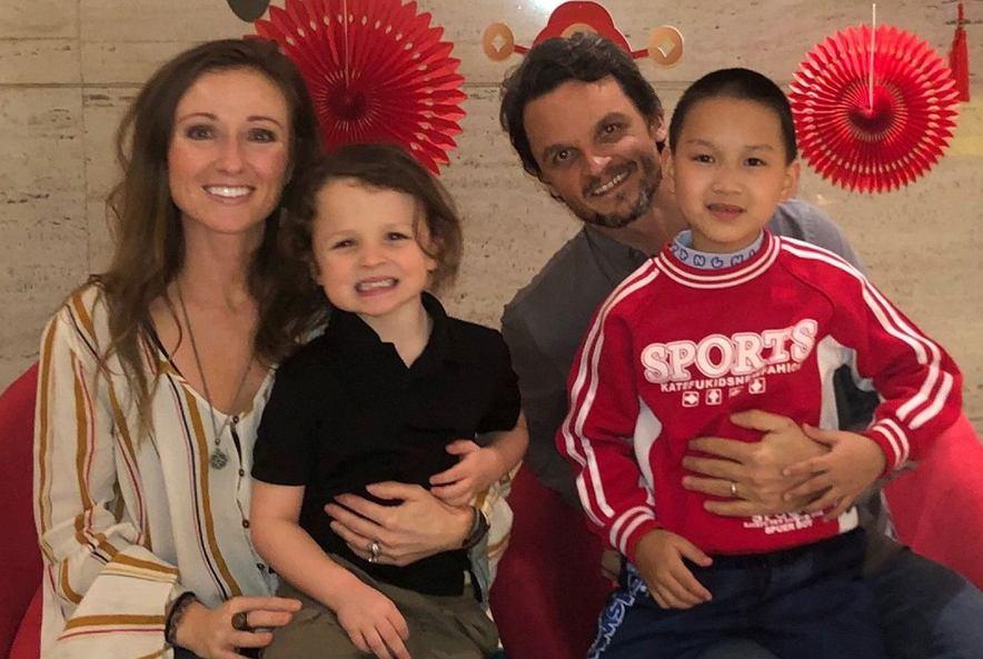 Monica i Josh Poynter z synami.