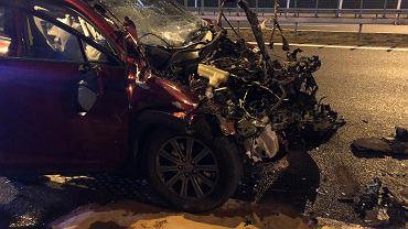 Tarnów. 19-latek z Krakowa uderzył w TIR-a. Auto nadaje się do kasacji
