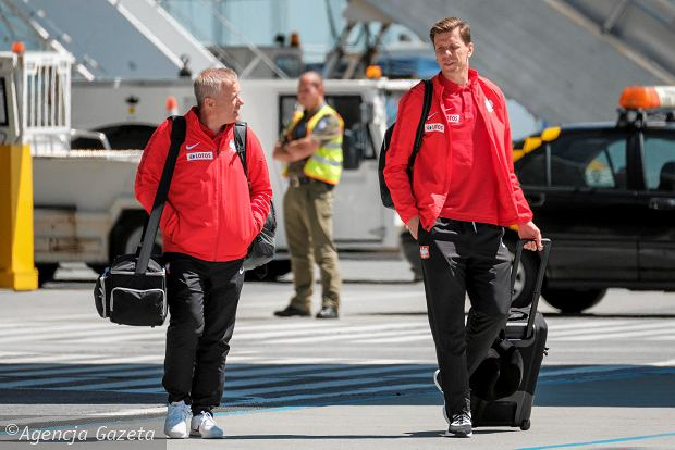 Zdjęcie numer 1 w galerii - W drodze na mundial. Piłkarze reprezentacji Polski lecą z Jasionki na mecz towarzyski z Chile [ZDJĘCIA]