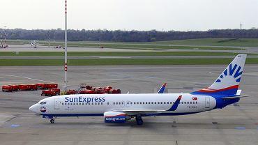 Boeing 737-800. Takim samolotem podróżuje Lech Poznań