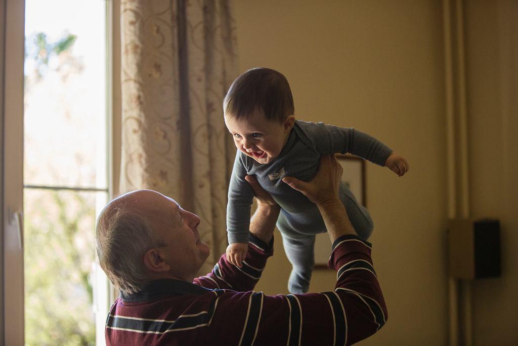 Życzenia na Dzień Dziadka. Najpiękniejsze wierszyki i rymowanki dla dziadków (zdjęcie ilustracyjne)