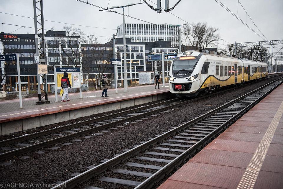 Pociąg na stacji Wrocław  - Mikołajów