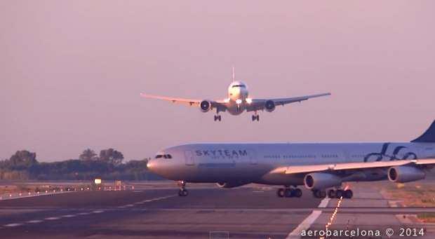 Zdarzenie na podbarcelońskim lotnisku zarejestrowały kamery. Fragment filmu: