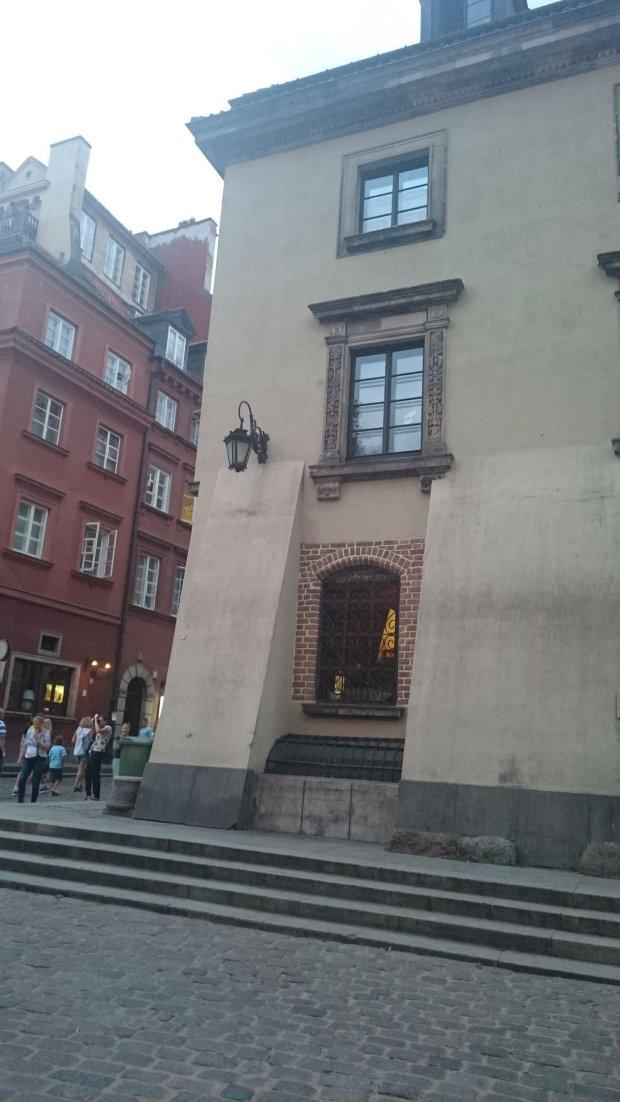 Kamienica Mansjonaria (znana też jako Kamienica nad Kanałem lub Kamienica Kościelskich) - zabytkowa kamienica położona na Starym Mieście, przy ul. Świętojańskiej 2, na rogu z pl. Zamkowym.