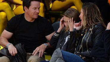 Kto  by nie chciał mieć za tatę takiego gwiazdora jak Mark Wahlberg? No cóż, coś czujemy, że Ella chętnie by się w tym momencie z kimś zamieniła miejscami ;)