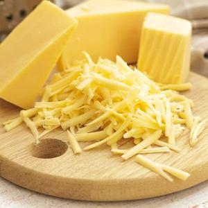 Żółty ser ma kilka razy więcej wapnia niż biały