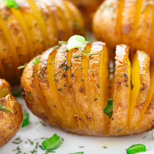 Z ziemniaków można zrobić mnóstwo świetnych, oryginalnych potraw, właściwie cały obiad - od przystawki po deser.