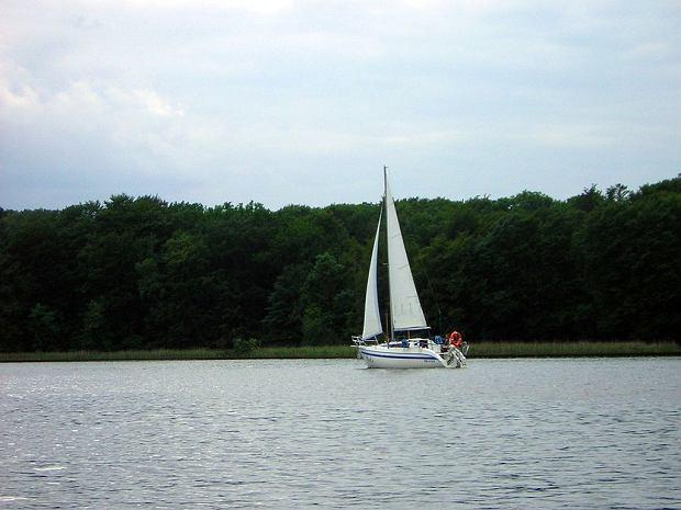 Żaglówka na Jezioraku