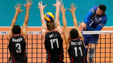 USA - Francja 3:1. Taylor Sander, Maxwell Holt i Micah Christenson oraz Kevin Tillie