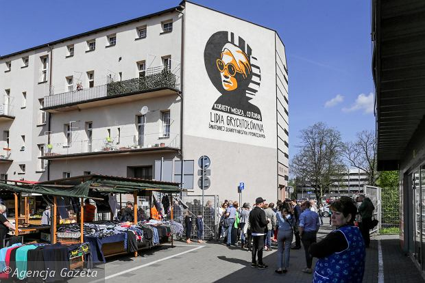 Odsłonięcie muralu z prof. Lidią Grychtołówną w Rybniku w ramach akcji 'Wysokich Obcasów' - 'Kobiety wiedzą co robią'