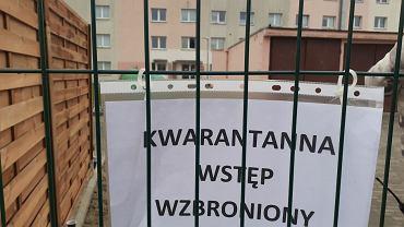 Zamknięte wejście na teren internatu Zespołu Szkół w Policach z powodu podejrzenia koronawirusa