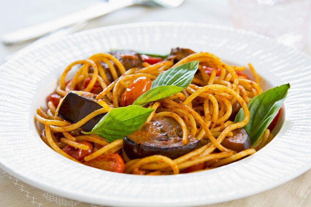Makaron z bakłażanami i sosem pomidorowym