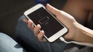 Smartfon - ładowanie baterii