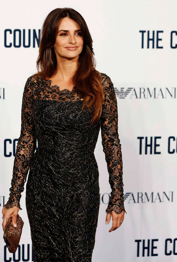 """Cast member Penelope Cruz arrives for a special screening of """"The Counselor"""" in Leicester Square, London October 3, 2013. REUTERS/Luke MacGregor (BRITAIN - Tags: ENTERTAINMENT)"""