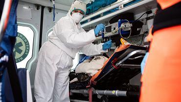 Praca medyków oddelegowanych do przeprowadzania wstępnej selekcji pacjentów trafiających na Szpitalny Oddział Ratunkowy w Lublinie.