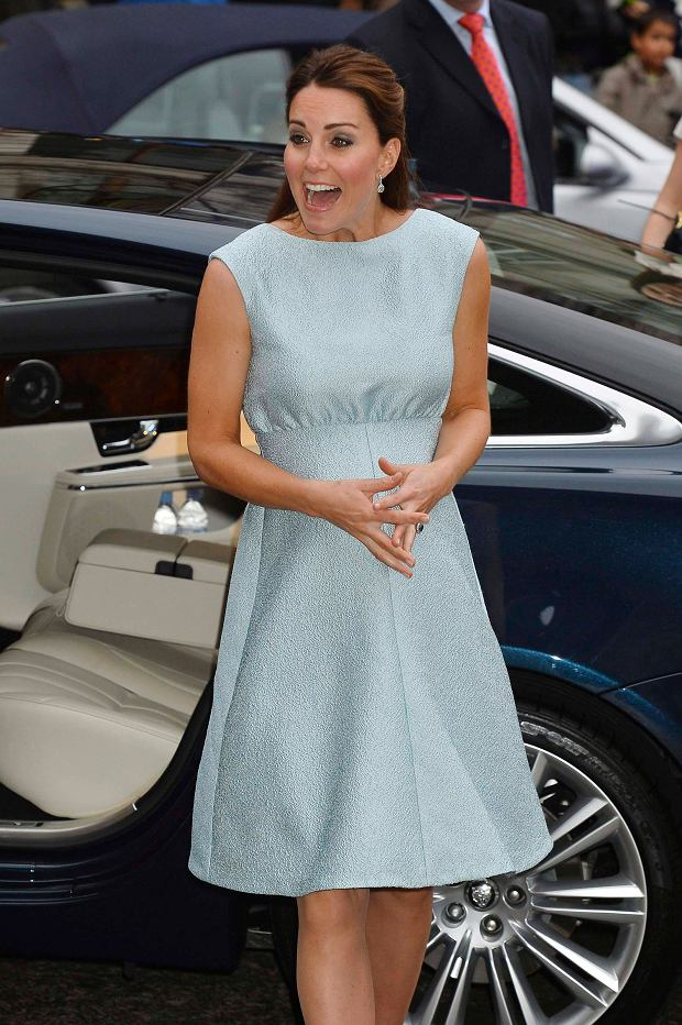 Britain's Catherine, Duchess of Cambridge arrives to attend an evening reception to celebrate the work of the charity The Art Room, of which she is a patron, at the National Portrait Gallery in London April 24, 2013. REUTERS/John Stillwell/POOL  (BRITAIN - Tags: ROYALS ENTERTAINMENT)