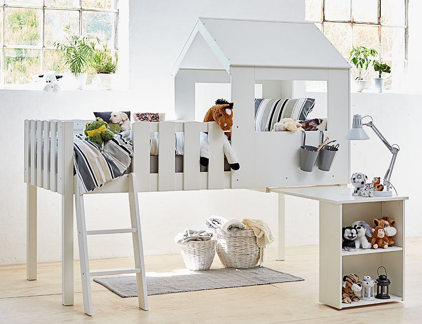 Łóżko piętrowe domek w białym kolorze - idealne do jasnego wnętrza