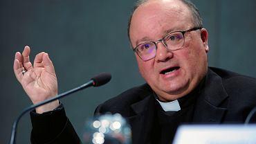 Arcybiskup Malty Charles Scicluna podczas konferencji prasowej dot. pedofilii w kościele katolickim. Watykan, 9 maja 2019
