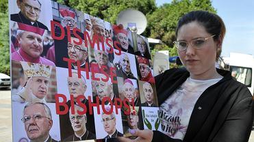 Obrady Episkopatu w Wałbrzychu. Na spotkanie z arcybiskupem Scicluna przyjechali aktywiści w fundacji 'Nie lękajcie się'