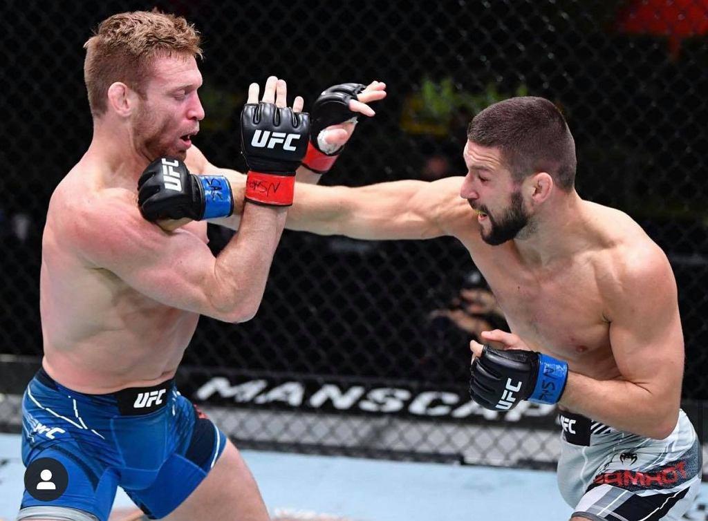 Mateusz Gamrot i Scott Holtzman na gali UFC Las Vegas 23. Źródło: FB/mMateuszGamrot