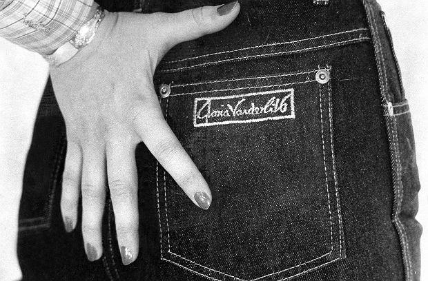 Jeansy sygnowane nazwiskiem Glorii Vanderbilt