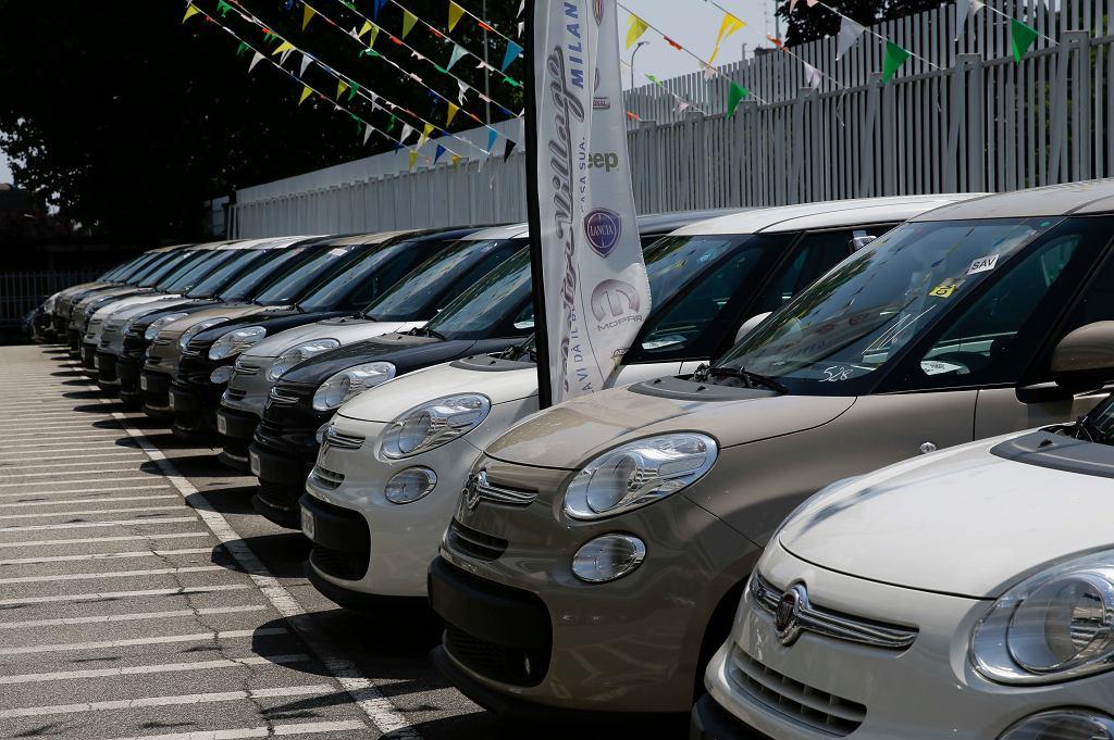 Koronawirus. Sprzedaż samochodów w Europie się załamała.