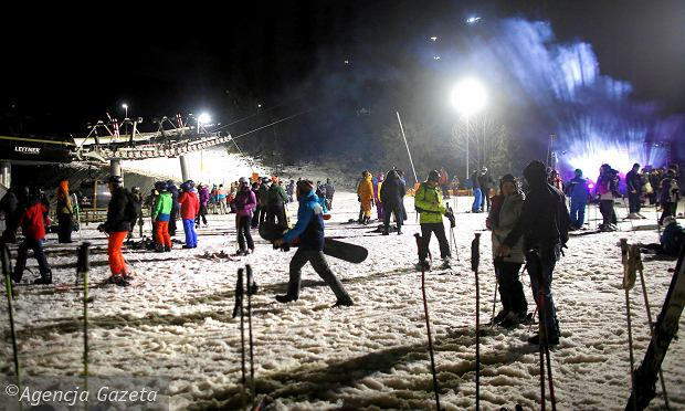 Zdjęcie numer 0 w galerii - Sylwester na deskach snowboardowych i na nartach. Chętnych do takiej zabawy nie brakowało [ZDJĘCIA]