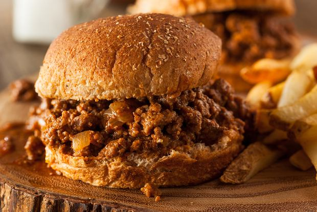 Kanapka Sloppy Joe - szybki i pyszny obiad gotowy w 15 minut [PRZEPIS]