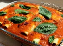 Lazania ze szpinakiem i serem feta, podawana z pysznym sosem pomidorowym - ugotuj
