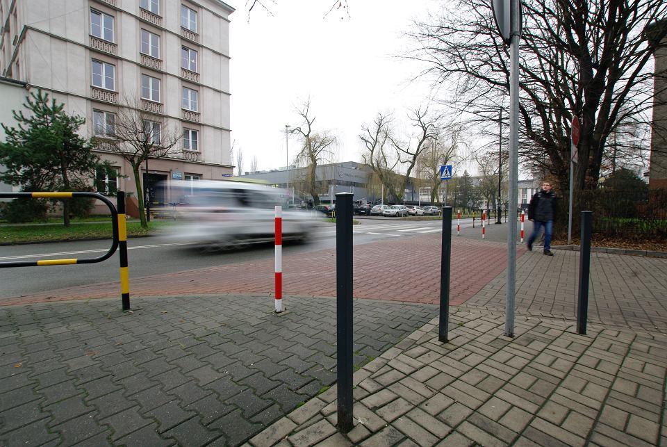 Urzędnicy Ujednolicają Oświetlenie Ale Na Ulicach Wciąż