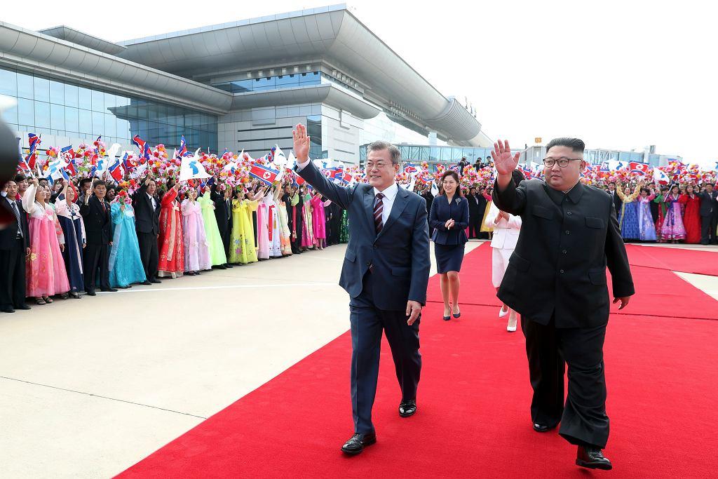 Politycy podczas ceremonii powitalnej
