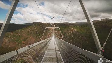 Wiszący most dla pieszych w Portugalii