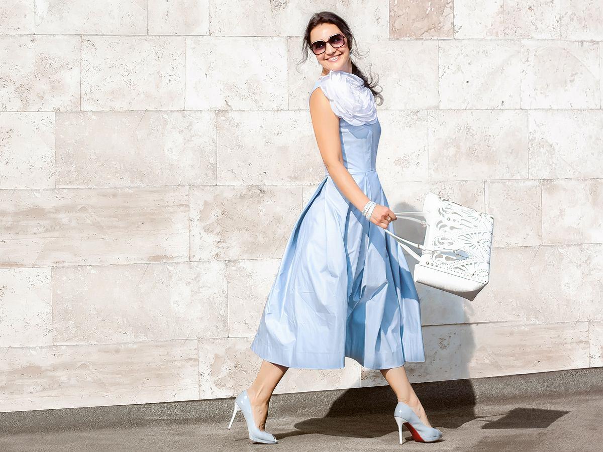 Blekitna Sukienka W Letniej Stylizacji Wyjatkowe Modele Na Rozne Okazje
