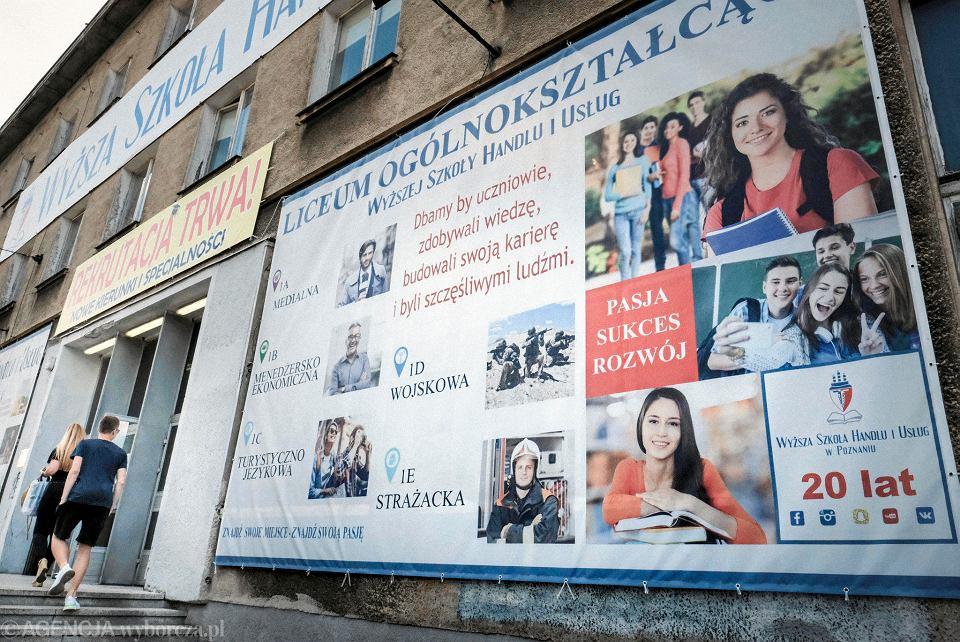 Reklama Liceum Ogolnólnokształcącego Wyższej Szkoły Handlu i Usług w Poznaniu