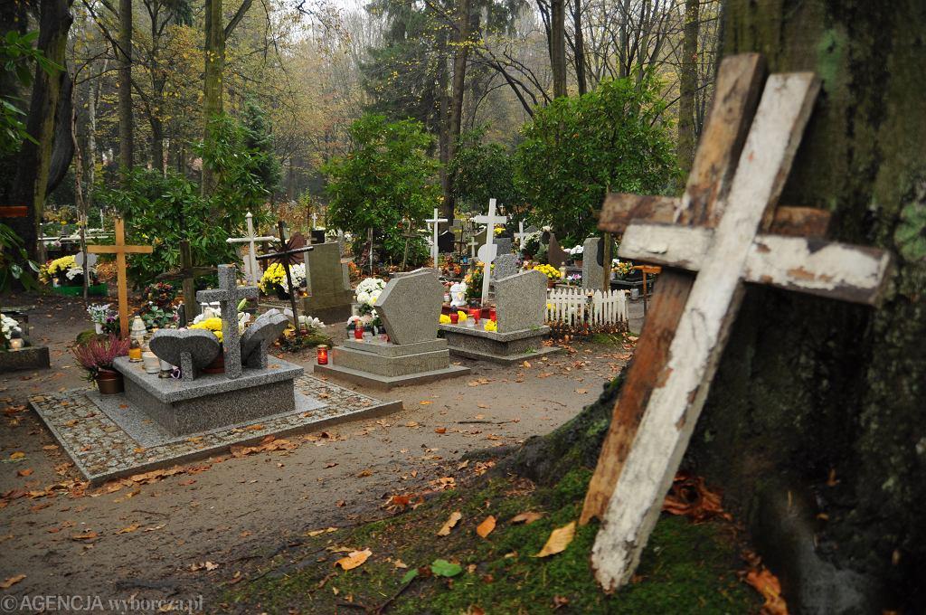 Grodzisk Mazowiecki. W piątek pochowano urnę z prochami ojca zaginionego Dawida Żukowskiego. Zdjęcie ilustracyjne