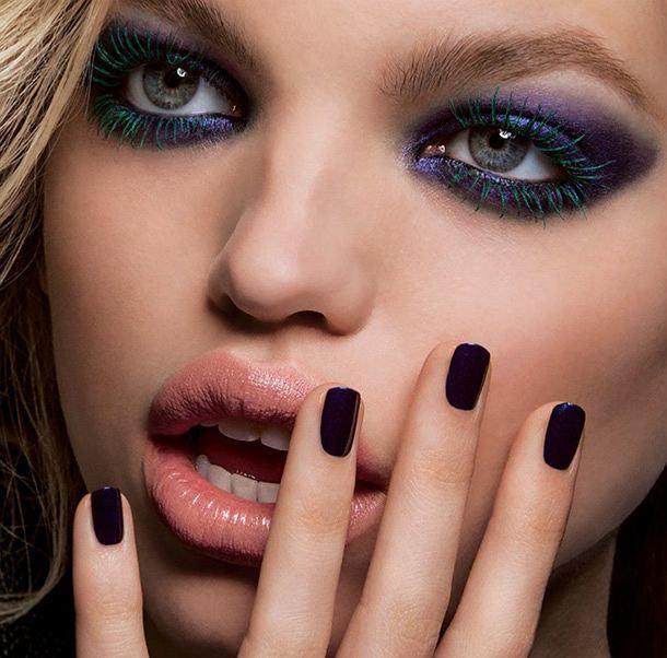 Szafir pięknie współgra ze szmaragdową zielenią w makijażu